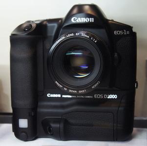 佳能 EOS D2000
